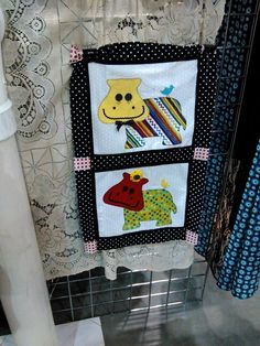 Hippo Quilt squares @ vendor table, Thimble & Thread quilt expo 2017 The Power of Quilts