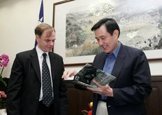 Peter Harmsen, author of Shanghai 1937, with Ma Ying-jeou, the president of the ROC of Taiwan.