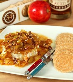 For kala and I ;)Caramel Apple and Toasted Walnut Brie - An Easy and Delicious Appetizer Fall Appetizers, Appetizer Recipes, Brie Appetizer, Fall Recipes, Holiday Recipes, Party Recipes, Caramelised Apples, Caramel Apples, Queso