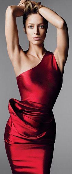 Raquel Zimmermann by Mert Alas & Marcus Piggott Vogue 2011
