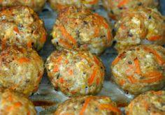 Toddler tastes: baked turkey and veggie meatballs Oven Baked Meatballs, Veggie Meatballs, Tasty Meatballs, Turkey Meatballs, Toddler Finger Foods, Toddler Snacks, Healthy Meals For Kids, Kids Meals, Healthy Food