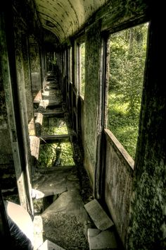 Abandoned Trains by ~Beezqp