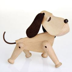 The Dog Oscar in wood from Architectmade. Design: Hans Bølling