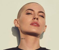 [Found] Bishop Briggs (recording artist) has cut her hair and I think it's dope Billie Eilish, Bishop Briggs, Revealing Swimsuits, Music Articles, Champion, Belly Dancing Classes, Bald Girl, Bald Women, Cut Her Hair