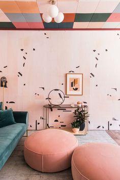 Design*Sponge: In Pasadena, A Funky Art Deco Dream with a colorful ceiling. Design*Sponge: In Pasadena, A Funky Art Deco Dream with a colorful ceiling. Salon Art Deco, Art Deco Home, Art Deco Art, Modern Art Deco, Art Deco Decor, Wall Decor, Entryway Decor, Decoration Design, Decor Interior Design