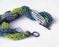 Bracelet in french knitting tricolor braid
