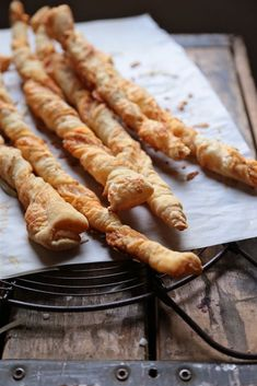 A quick appetizer, these white cheddar cheese sticks use puff pastry for a speedy baking experience. Quick Appetizers, Easy Appetizer Recipes, Easy Snacks, Snack Recipes, Cooking Recipes, Party Recipes, Holiday Appetizers, Sweets Recipes, White Cheddar Cheese