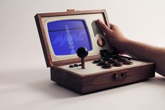 Portable Arcade/MAME-Machine made from Wood