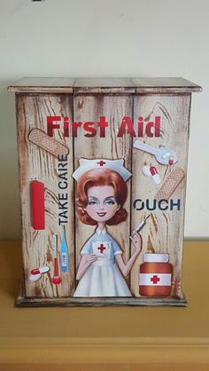 Botiquín Decoupage Box, Cigar Boxes, Painted Boxes, Hampers, First Aid, Cupboards, Wood Projects, Painted Furniture, Stencils