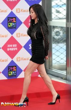 Unnie slim down so much , but she's still gorgeous!