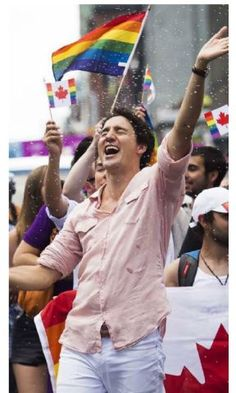 Justin Trudeau Pride Toronto 2016, rainbow flag