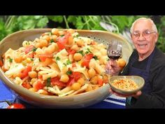 Today I am sharing with you my pasta with chickpeas recipe! This delicious pasta with chickpeas recipe is the red sauce version. You can also make a white sauce version without usin Cheese Sauce For Pasta, Macaroni And Cheese, Chickpea Recipes, Healthy Recipes, Vegetarian Recipes, Italian Recipes, Italian Chef, Italian Foods, Italian Pasta