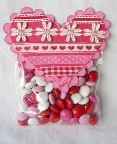 Ribbon Heart Candy Bag- anyboday say snack day? I could do this with popcorn instead too! Family Valentines Day, Valentine Day Cards, Happy Valentines Day, Candy Bags, Candy Gifts, Candy Favors, Valentine Treats, Funny Valentine, Happy Hearts Day