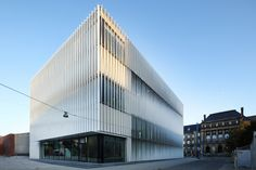A Curtain-like Facade in Ulm. Photo: Conné van d´Grachten / HD Wahl A Curtain-like Facade in Ulm - Stuttgart-based architects h4a have completed the new sports hall for the Kepler- and Humboldt-Gymnasiums in Ulm, a boxy building stacked with three gyms one above the other. The interior is elegantly blurred by a sculptural facade of twisting aluminum fins.