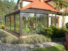 Ogrody zimowe to nie tylko zielone rośliny, to również ogrzewane pomieszczenia, w których można spędzać miło czas wolny przez cały rok.