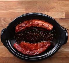 Côtes levées à l'ail à la mijoteuse - Recettes - Ma Fourchette Sauce Au Miel, Crockpot Recipes, Pork, Beef, Dinner, Simple, Garlic, Cooking Food, Recipes