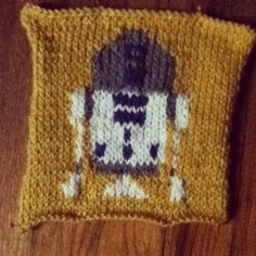 R2D2    I've been knitting a lot of star wars stuff lately #starwars #knitting