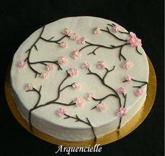 Gâteau cerisier japonais décoré avec une poche à douille