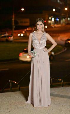 Glam Dresses, Pretty Dresses, Formal Dresses, Dress Vestidos, Curvy Dress, Fashion Night, Beautiful Gowns, Dream Dress, Special Occasion Dresses