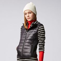 This thin, light, and warm down vest incorporates modern, sporty design elements. The ripstop exterior boasts a glossy sheen and excellent durability, and the side panels are stretchy fleece material for ease of movement. Warm Down, Hooded Vest, Down Vest, Urban Chic, Downlights, Uniqlo, Autumn Winter Fashion, Hoods, Winter Jackets