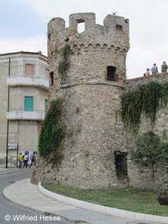 Torretta saracena in Termoli (CB), Molise, Italy (via http://www.pinterest.com/lupogrigio/) #termoli #molise #italy #destinazionemolise #travel #mare #dimoramonsignore
