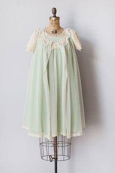 Vintage 1960s mint green lace peignoir set
