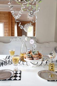 Vaaleanpunainen hirsitalo - Page 2 of 912 - Table Decorations, Blog, Furniture, Ideas, Home Decor, Decoration Home, Room Decor, Blogging, Home Furnishings