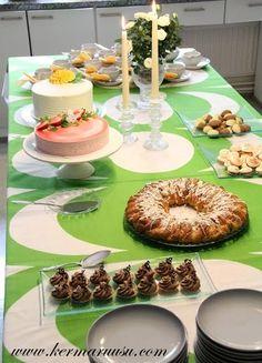 Kermaruusu: Ylioppilasjuhlat Bagel, Doughnut, Graduation, Bread, Desserts, Food, Tailgate Desserts, Deserts, Brot