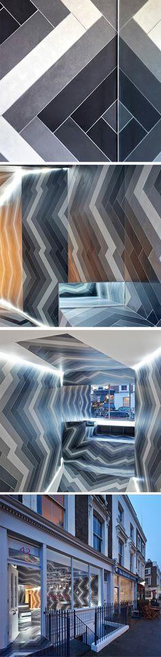 Capitol Designer Studio a fait appel à Lily Jencks et Nathanael Dorent pour créer une installation à Primrose Hill afin de montrer aux gens tout ce que l'on peut faire avec des tuiles en porcelaine. Le duo a donc créé un espace incroyablement graphique où deux idées se rencontrent: celle de la perception, comment l'on perçoit les formes et distances d'un même espace et la seconde, sur la façon de présenter un produit en vente.