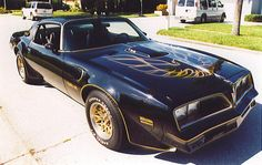 The Pontiac Trans-Am became the symbol of cool as Burt Reynolds appears in the car chase known as Smokey And The Bandit. 1978 Pontiac Trans Am, Pontiac Firebird Trans Am, My Dream Car, Dream Cars, Bandit Trans Am, Smokey And The Bandit, Comic, American Muscle Cars, My Ride