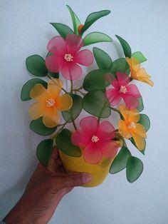 Jute Flowers, Nylon Flowers, Giant Flowers, Paper Flowers Diy, Handmade Flowers, Flower Crafts, Beaded Flowers, Fabric Flowers, Flower Vase Making