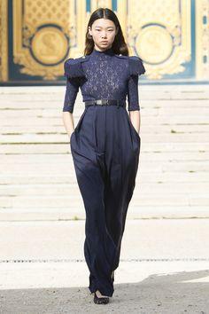 Nina Ricci Lente/Zomer 2018, gepresenteerd tijdens Parijs Fashion Week.