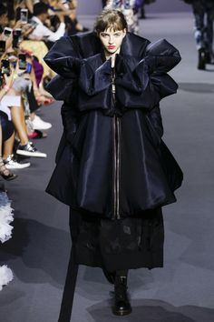 Viktor & Rolf Fall 2017 Couture Fashion Show Collection