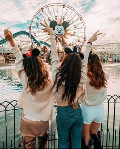 Bff Goals in Disneyland 🏰😍👯 Tag someone who would love this☝️👯 ⠀⠀⠀⠀⠀⠀⠀⠀⠀ 📷 Credit: ⸏ Bff Pics, Cute Friend Pictures, Best Friend Pictures, Life Pictures, Beach Pictures, Disney Land Pictures, Disney Pics, Best Friend Photography, Couple Photography