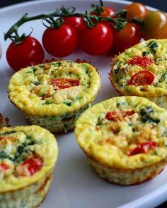 Sunde æggemuffins | camillaholmegaard Good Food, Yummy Food, Recipes From Heaven, Omelet, Food Inspiration, Tapas, Cravings, Nom Nom, Food Porn