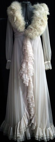 1920's dressing gown-- So pretty! Love how the front hangs...