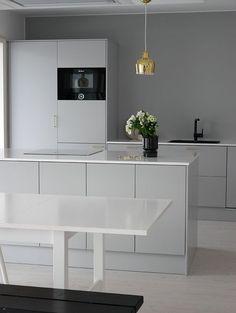 Kuvahaun tulos haulle gray kitchen and black Home Decor Kitchen, Kitchen Interior, Kitchen Design, Grey Kitchens, Home Kitchens, Dream Furniture, Scandinavian Style Home, Minimal Kitchen, Kitchen Styling
