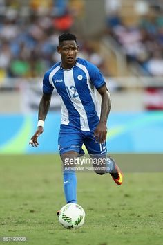 romell-quioto-of-honduras-runs-with-trhe-ball-during-the-mens-group-d-picture-id587123098 (396×594)