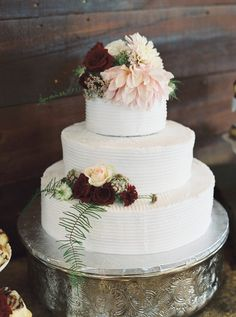 Wedding cake   #wedding #weddings #bride #groom #dress #cake #bouquet   www.hotchocolates.co.uk www.blog.hotchocolates.co.uk www.evententertainmenthire.co.uk