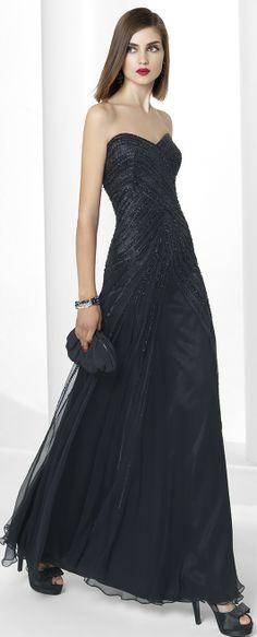 Vestido negro largo escote corazón. www.entrenovias.es