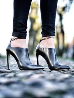 High heels to ❤️ Women's Shoes, Mode Shoes, Zapatos Shoes, Me Too Shoes, Dream Shoes, Crazy Shoes, Bootie Boots, Shoe Boots, Pumps