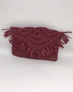 """Elif Handmade on Instagram: """"Vee çantam geldi ❤️ Çok sevdim bu modeli 🥰 İsteyen clutch olarak isteyen zincirli olarak kullanabilir ☺️ Zincirim @desaryou dan 😘…"""" Crochet Earrings, Instagram, Jewelry, Fashion, Moda, Jewlery, Jewerly, Fashion Styles, Schmuck"""