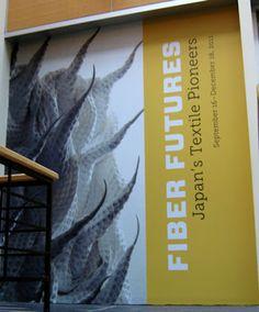 ニューヨーク、ジャパンソサエティでの展覧会場のエントランスのポスター