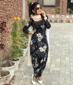 Kaur b 🔥🔥🔥 Pakistani Dresses, Indian Dresses, Indian Outfits, Patiala Suit Designs, Kurti Designs Party Wear, Punjabi Fashion, Indian Fashion, Kaur B Suits, Punjabi Dress Design
