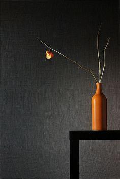 Ikebana arrangement with chinese lantern flower stem Ikebana Flower Arrangement, Flower Vases, Flower Art, Floral Arrangements, Wabi Sabi, Design Oriental, Sogetsu Ikebana, Still Life Photos, Arte Floral