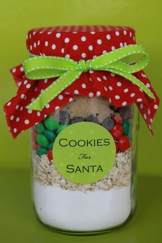 Christmas-food ideas-gift jar of fixings for oatmeal M & M cookies