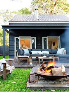 Idea for our fire pit - Great looking outdoor patio with firepit - Wallara Pearl Beach designed by Connor + Solomon Architects (New Zealand) Fire Pit Patio, Diy Fire Pit, Outdoor Fire, Fire Pits, Indoor Outdoor, Small Fire Pit, Outdoor Lounge, Outdoor Rooms, Outdoor Living