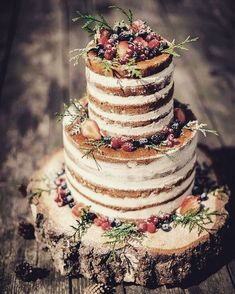 These Semi-Naked wedding cake & Naked Rustic Wedding Cakes. But is this frosting free look right for you? These naked rustic wedding cakes will surely. Bolo Nacked, Fall Wedding, Dream Wedding, Perfect Wedding, Casual Wedding, Berry Wedding, Autumn Wedding Cakes, Wedding Scene, Burgundy Wedding