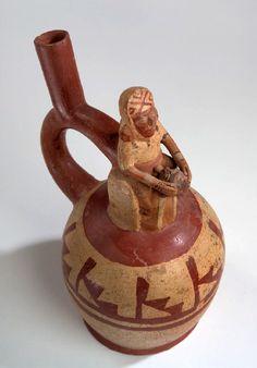 Mujer practicando sexo oral a un hombre sentado en un trono. Museo Larco, Lima-Perú. Cultura moche o mochica   Sexualidades prehispánicas
