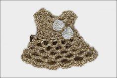 Broche-horquilla Vestido dorado con lazo blanco y abalorios